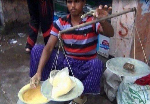 পুষ্টিকর খাবার হিসেবে লক্ষ্মীপুরে জনপ্রিয় হচ্ছে 'হোগল গুড়া'