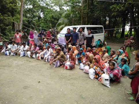 লক্ষ্মীপুরে টিফিনের টাকা দিয়ে দরিদ্রদের মাঝে ঈদ সামগ্রী বিতরণ