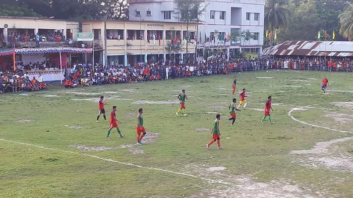 কমলনগরে বর্ণাঢ্য আয়োজনে গোল্ডকাপ ফুটবল টুর্নামেন্টের উদ্বোধন