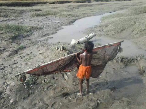 জলবায়ু ঝুঁকিতে লক্ষ্মীপুরের উপকূলীয় শিশুরা