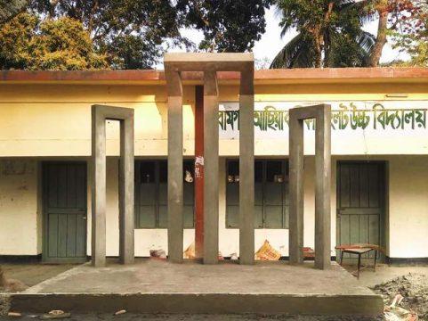 রামগতিতে বিদ্যালয়ের শহীদ মিনার নির্মান করলো স্বেচ্ছাসেবী সংগঠন 'স্বপ্ন নিয়ে'