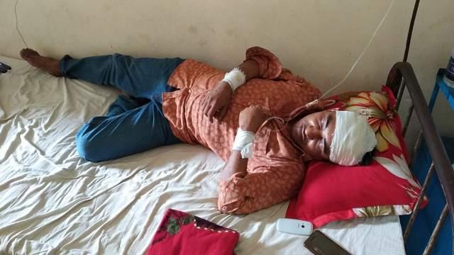 কমলনগরে চাঁদা না পেয়ে যুবলীগ নেতাকে কোপাল ছাত্রলীগ নেতা