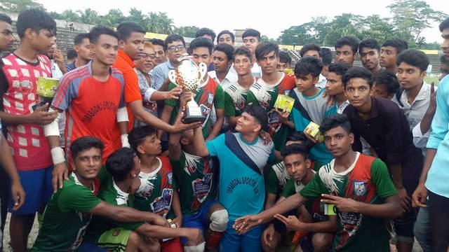 আন্ত:স্কুল ফুটবলে লক্ষ্মীপুর জেলা চ্যাম্পিয়ন তোরাবগঞ্জ