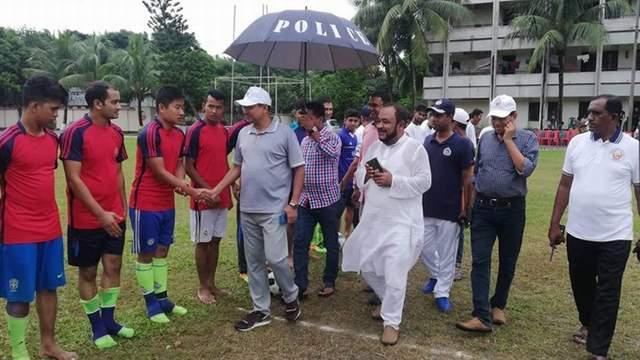 লক্ষ্মীপুরে 'পুলিশ-জনতার প্রীতি ফুটবল ম্যাচ'