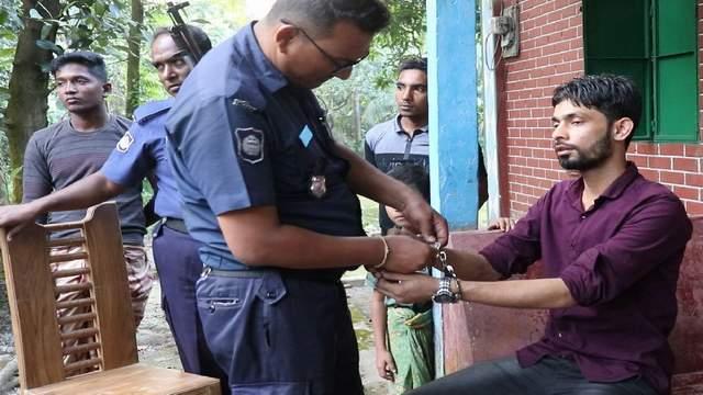 লক্ষ্মীপুরে কলেজ ছাত্রীকে তুলে নিতে গিয়ে যুবক আটক