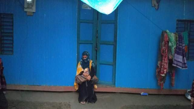 কমলনগরে বিয়ের দাবিতে প্রেমিকের বাড়িতে তরুণীর অনশন