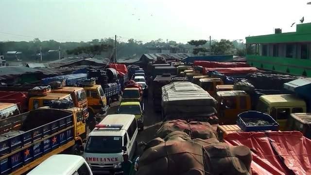 লক্ষ্মীপুর-ভোলা নৌ-রুটে ফেরি সংকট, পাঁচ শতাধিক যানবাহন আটকা