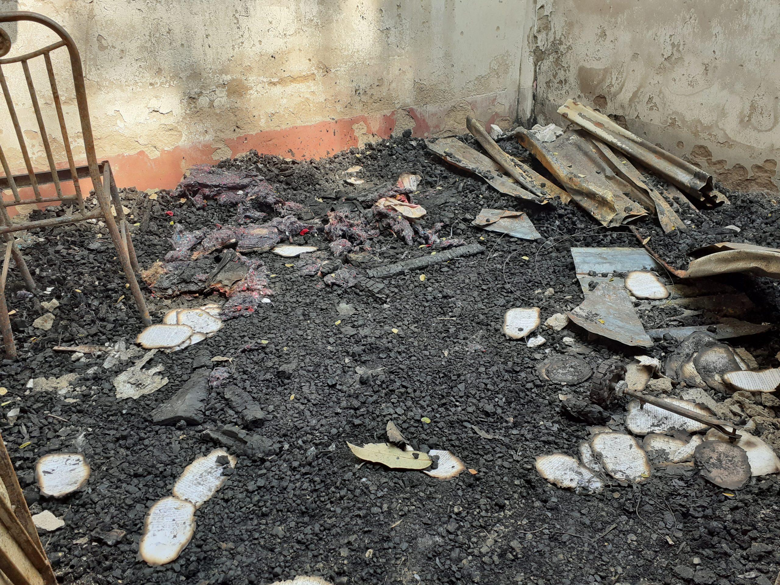 কমলনগরে দুর্বৃত্তদের আগুনে পোড়া পুলিশ কনস্টেবলের বসত ঘরে পড়ে আছে ধ্বংসস্তূপ