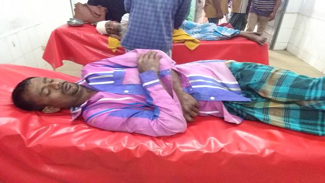 লক্ষ্মীপুরে ইউপি সদস্যের পিটুনিতে ৫ শ্রমিক হাসপাতালে