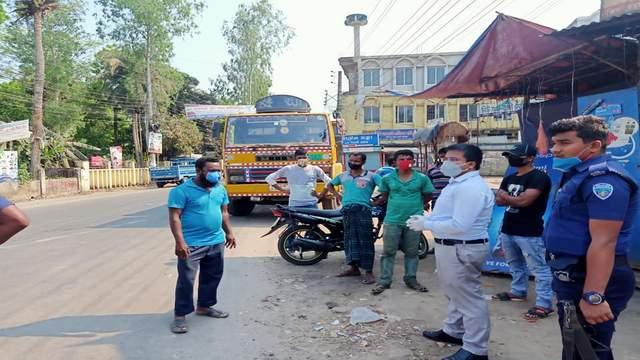 লক্ষ্মীপুরে সরকারী নির্দেশনা অমান্য করায় যানবাহনে ২৪ মামলা