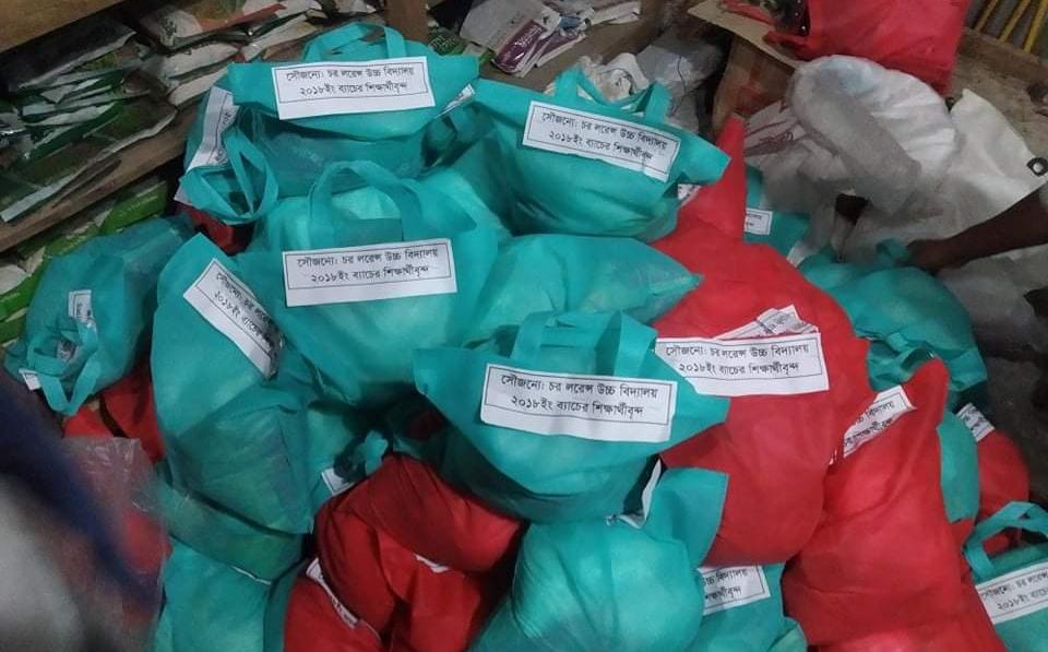 কমলনগরে হতদরিদ্রের মাঝে ঈদ সামগ্রী উপহার দিয়েছে লরেন্স উচ্চ বিদ্যালয়ের-১৮ব্যাচ