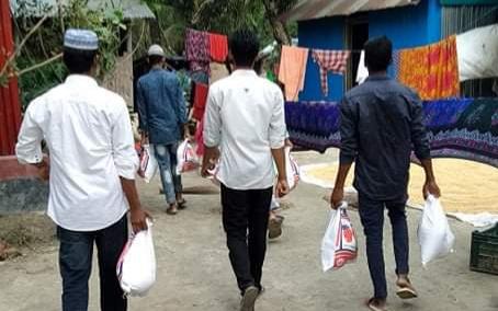কমলনগরে অসহায়, দরিদ্র পরিবারকে ঈদ সামগ্রী উপহার দিয়েছে মানবাধিকার ও সমাজ কল্যাণ সংস্থা