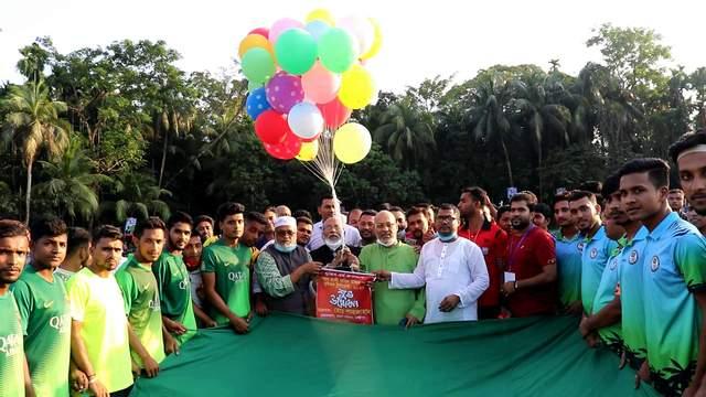 লক্ষ্মীপুরে মুজিববর্ষ উপলক্ষে ফুটবল টুর্নামেন্টের উদ্বোধন