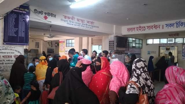 রায়পুর উপজেলা স্বাস্থ্য কমপ্লেক্সে ২০ দালালে, জিম্মি রোগী